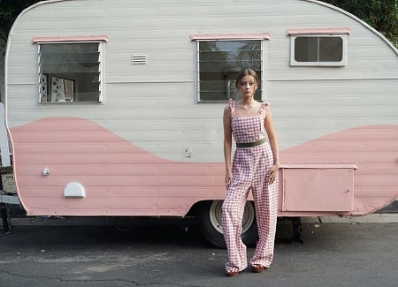 Sophie Fergi standing in front of an Ice Cream truck in her breakup announcement post.