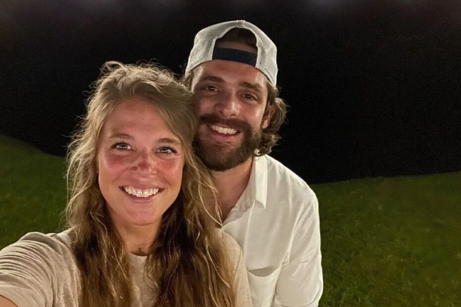 Thomas Rhett's Relationship with Wife Lauren Akins is Absolutely Beautiful